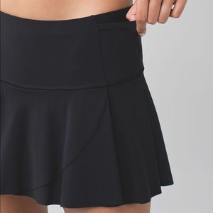 NWOT lululemon Hit Your Stride Skirt Black size 4
